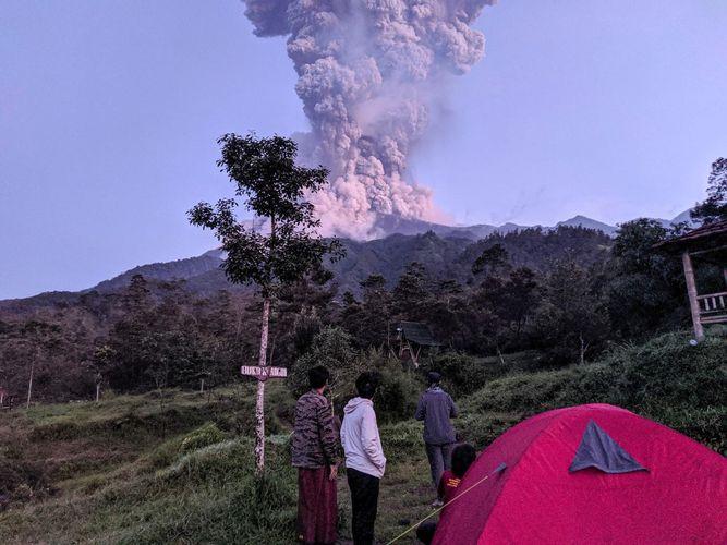 Indonesia shuts airport after Java volcano erupts