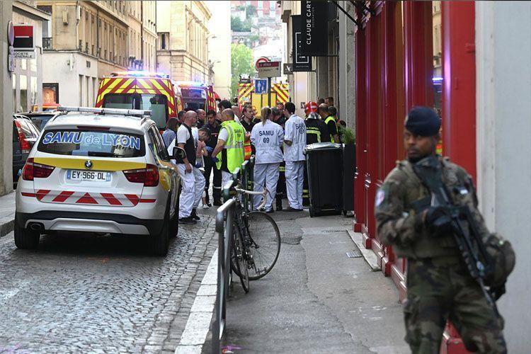 Во Франции мужчина захватил в заложники женщину и пятерых детей