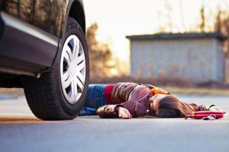 В Сумгайыте автомобиль сбил двух пешеходов