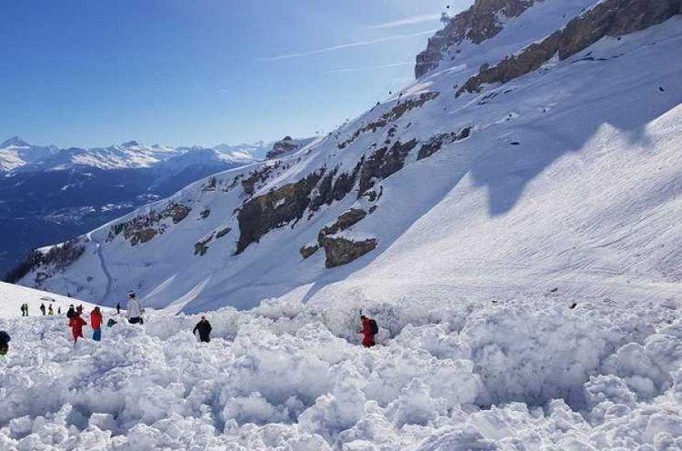 В Грузии в результате схода снежной лавины погибли 3 туриста