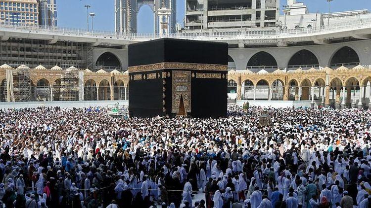 S.Arabia suspends Umrah pilgrimage for Saudi citizens, residents