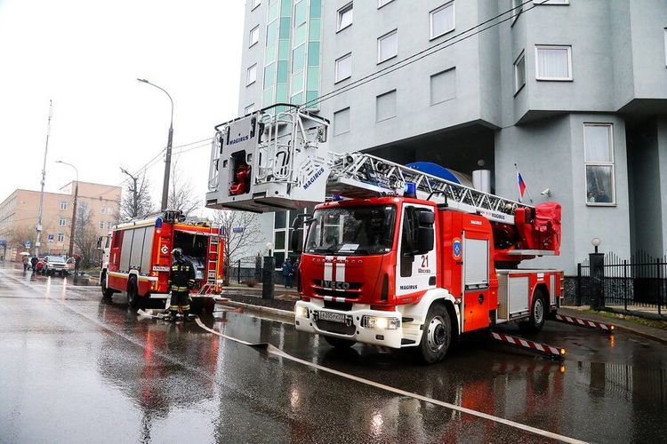 Dozens of people evacuated from hotel in central Moscow because of fire