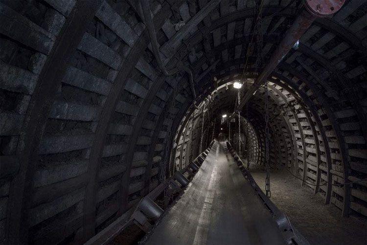 Трое шахтеров погибли в самой глубокой в мире шахте по добыче золота в ЮАР