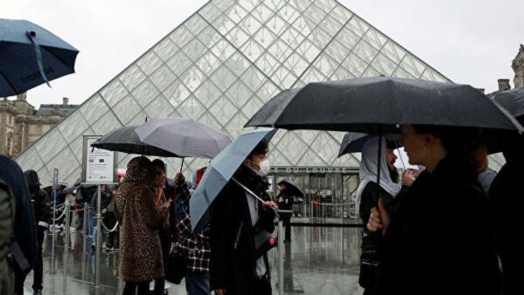 Во Франции запретили массовые мероприятия
