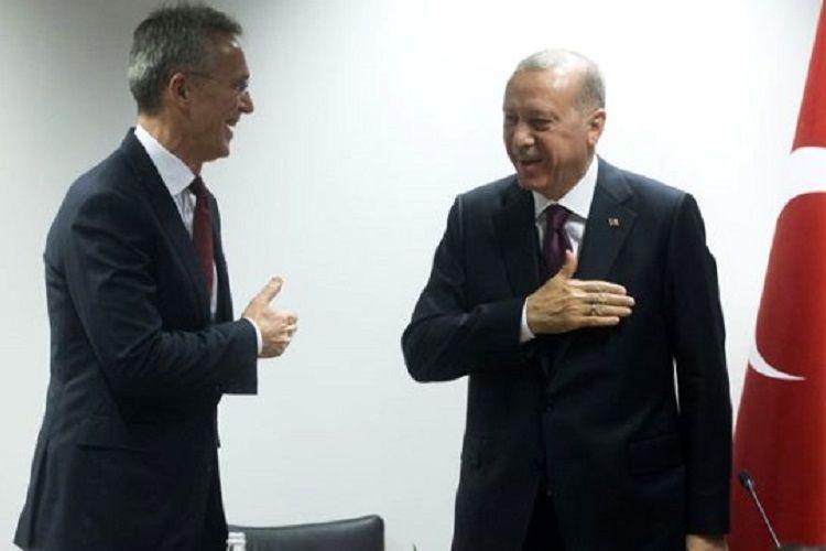 Ərdoğan NATO-nun Baş katibi ilə əl tutub salamlaşmaqdan çəkinib