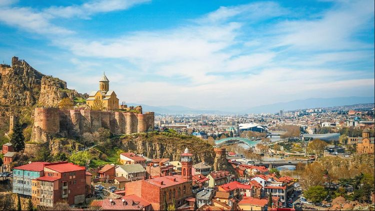 Gürcüstanda hökumət orqanları fövqəladə vəziyyət rejiminə keçib