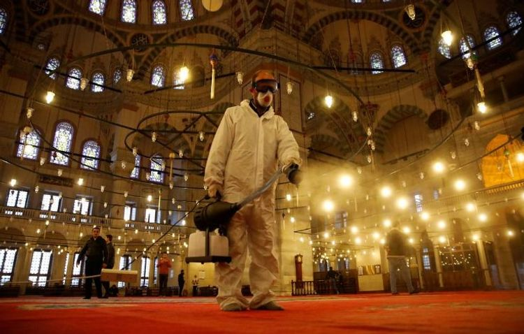 Turkey quarantines thousands of pilgrims returning from Saudi Arabia