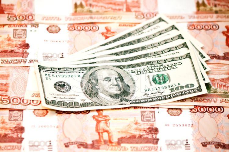 Rusiya rublunun ABŞ dollarına qarşı məzənnəsi dördillik minimuma enib