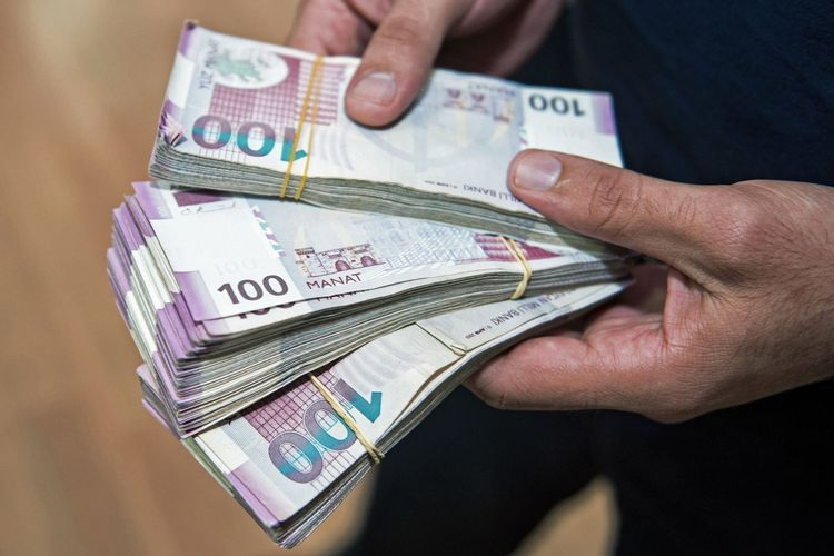 Investment in finance sector in Azerbaijan decreases