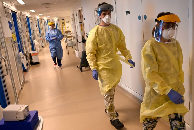 UK announces 464 more coronavirus victims taking the total official death toll to 30,540