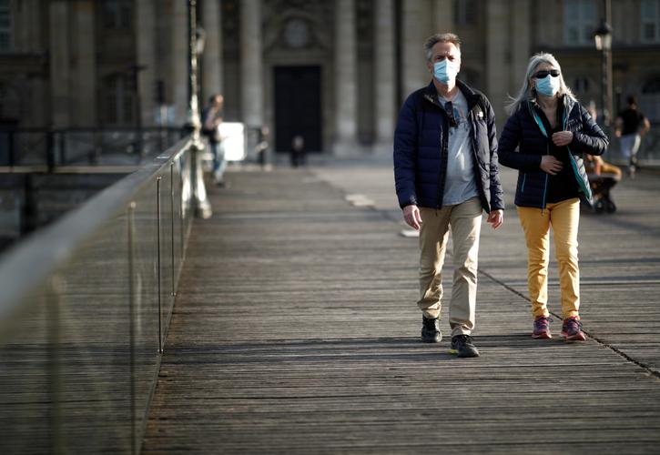 Italy tops 30,000 coronavirus deaths, new cases edge down