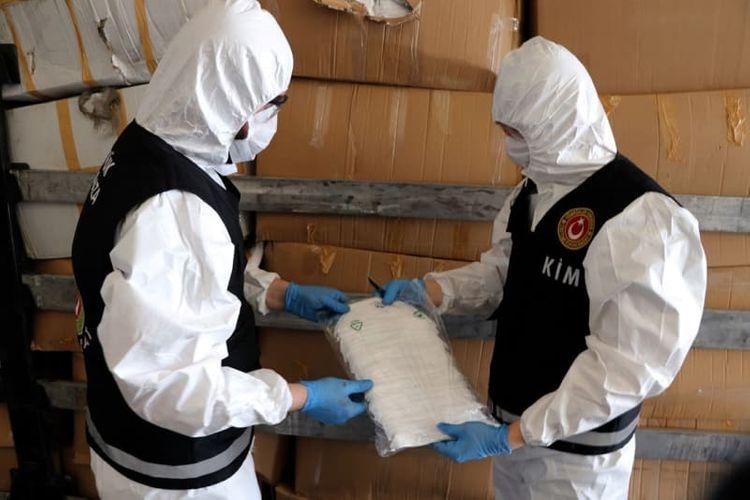 Türkiyədən Avropaya qaçaq yolla yüz minlərlə tibbi maska aparanlar saxlanılıb - FOTO