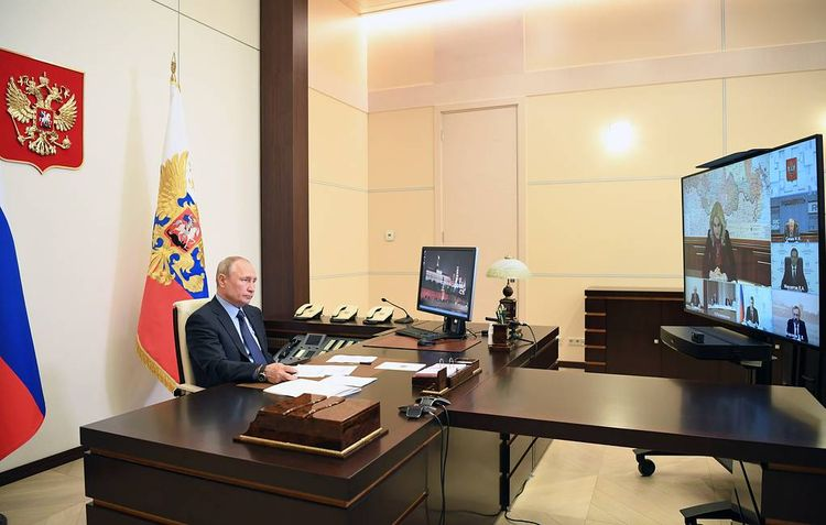 Putin: Coronavirus situation changes, time to focus on long-term issues