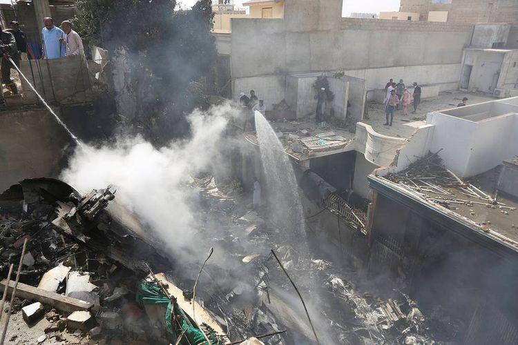Мэр Карачи: При крушении самолета, скорее всего, никто не выжил