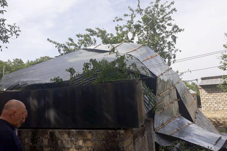 Güclü külək bəzi rayonlarda elektrik enerjisi təsərrüfatına ciddi ziyan vurub