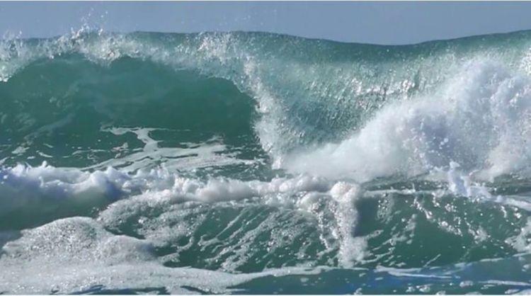 Waves in Caspian Sea reach 4.3 meters in height