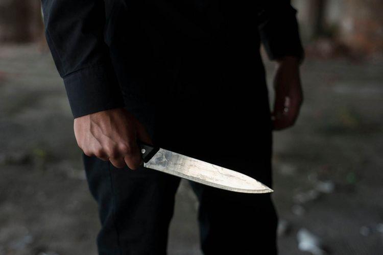 Bakıda kişi gözəllik salonunda işləyən arvadını bıçaqla öldürüb