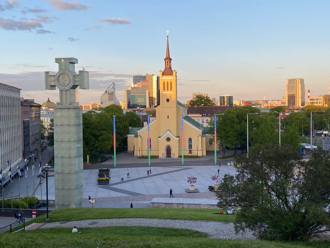 Площадь в Таллине окрасилась в цвета азербайджанского флага - ФОТО