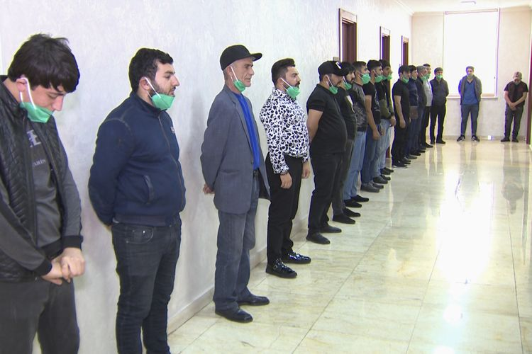 """""""Fəvvarələr meydanı""""nda fleşmob keçirənlər saxlanılıb - VİDEO"""
