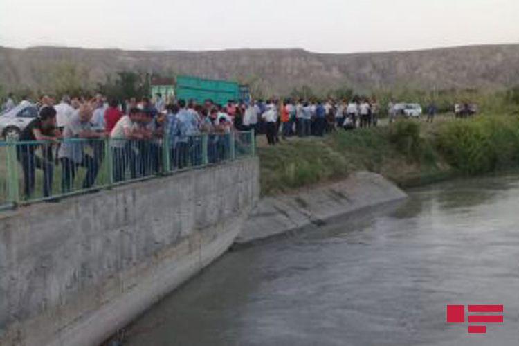 Göyçayda 10-cu sinif şagirdi kanalda batıb - FOTO