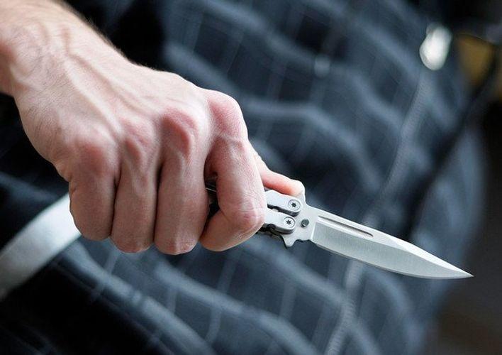 Bakıda kişi tanışı tərəfindən bıçaqlanıb