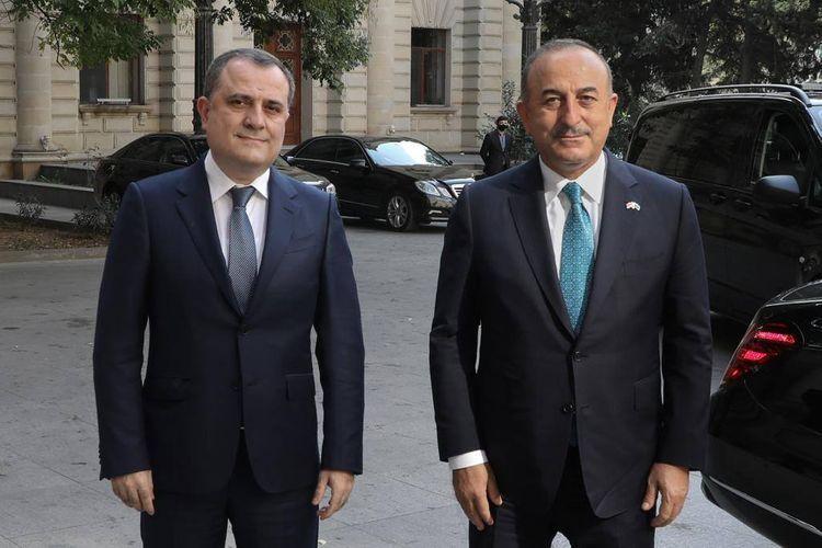 Azerbaijani, Turkish FMs meet