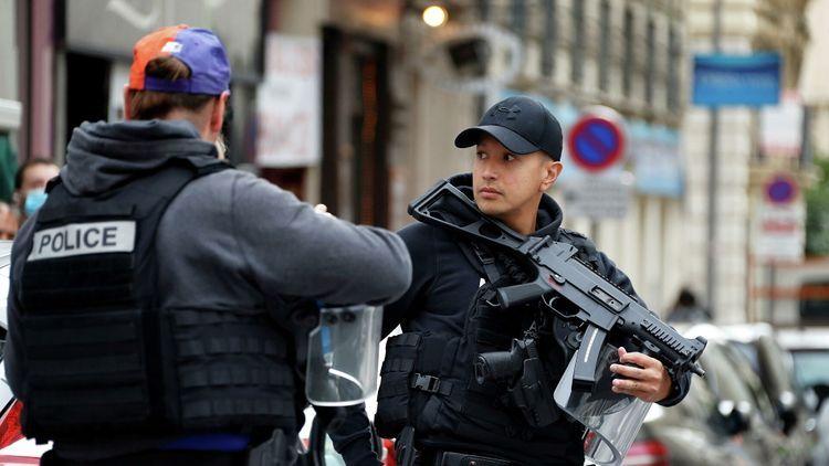 Подозреваемого в нападении на священника в Лионе освободили из-под стражи