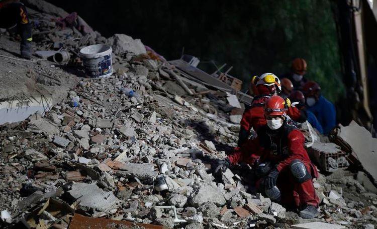 Число жертв землетрясения в Измире достигло 109 - ОБНОВЛЕНО-12