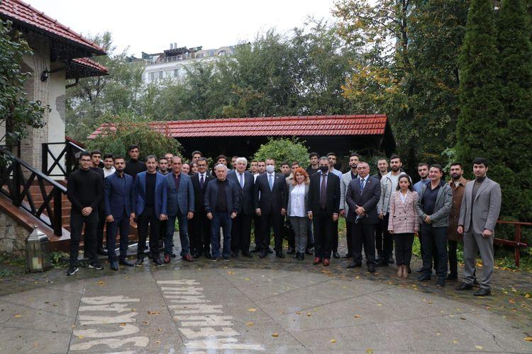 Milli Məclisin vitse-spikeri Moldovada azərbaycanlı iş adamları, diaspor fəalları və gənclər ilə görüş keçirib