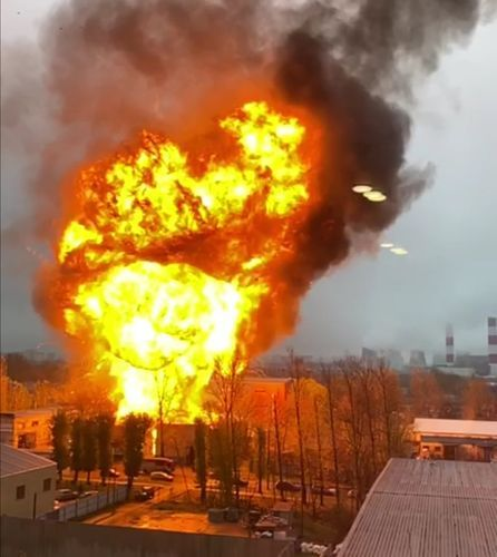 Fire breaks out at warehouse purportedly containing gas canisters in South of Moscow