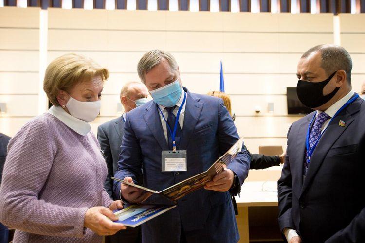 Vitse-spiker Moldova Parlamentinin sədri ilə görüşüb