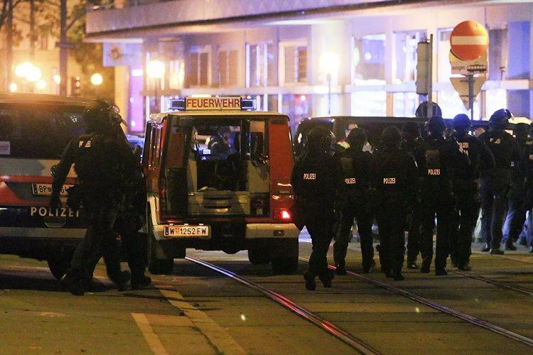 KİV: Vyanada cinayətkarlar restoranda insanları girov götürüblər