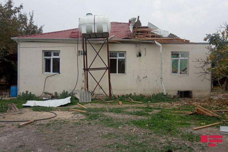 Выпущенный армянами снаряд попал в жилой дом в Агджабеди  - ФОТО