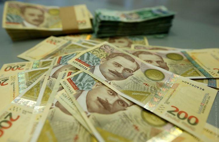 Грузинская валюта стремительно дешевеет