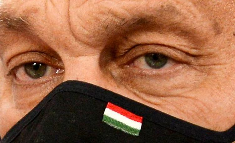 Hungary closes bars, imposes night-time curfew to curb coronavirus