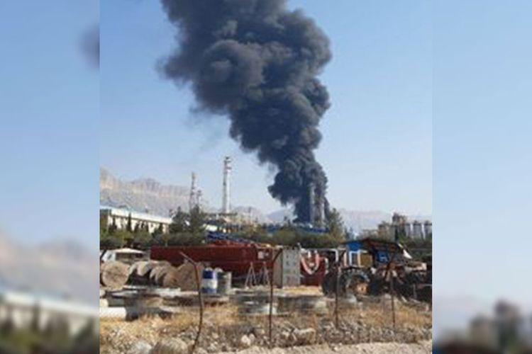 В Иране вспыхнул пожар на нефтехимическом заводе - ВИДЕО