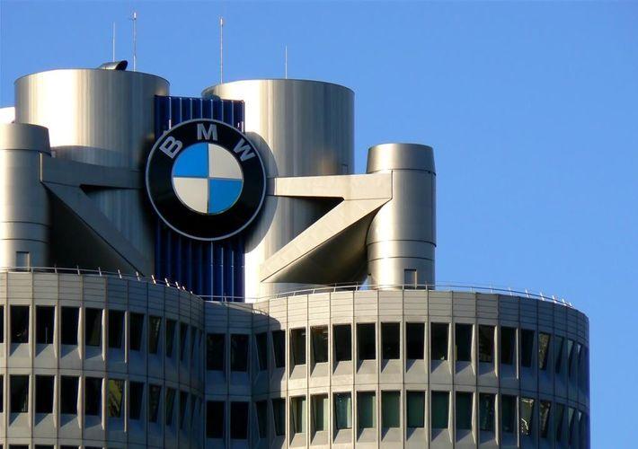 BMW-nin xalis mənfəəti 70% azalıb