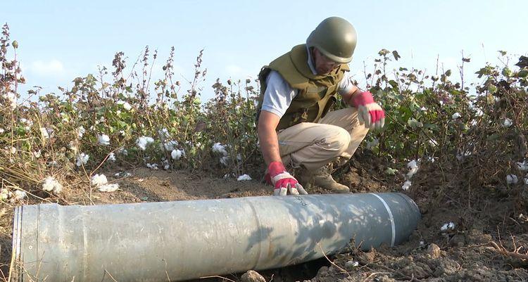 В Агджабеди обнаружена боеголовка выпущенной армянами ракеты «Смерч»