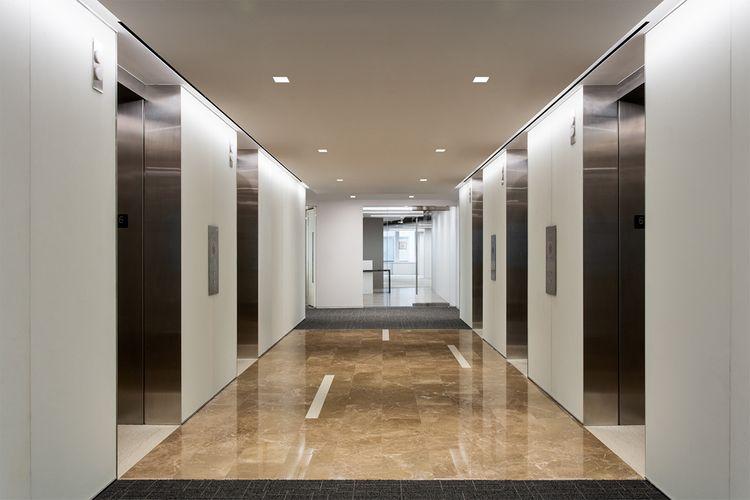 PSJ-nin futbolçuları Almaniyada liftdə qalıblar  - VİDEO