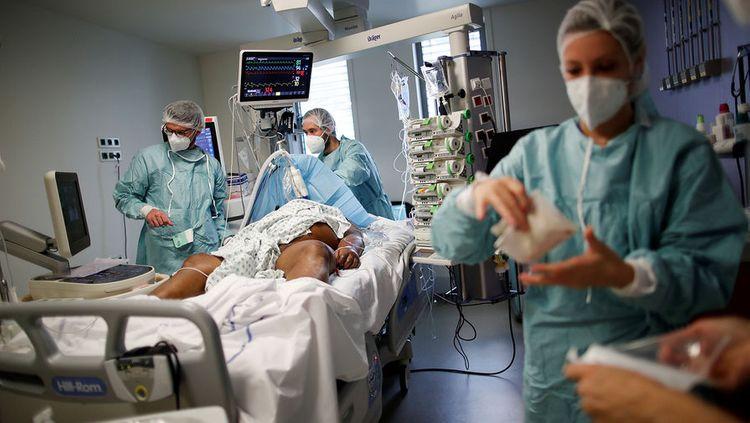 В США впервые за сутки выявили свыше 100 тысяч новых случаев COVID-19