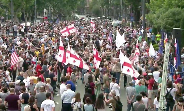 В ходе протестов у здания ЦИК в Тбилиси пострадали 27 человек