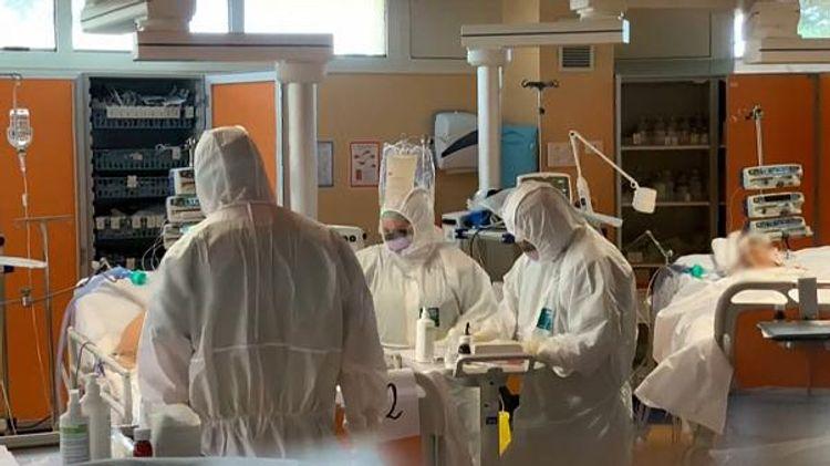 Число случаев COVID-19 во Франции за сутки выросло более чем на 58 тысяч
