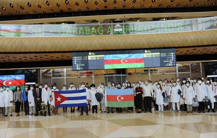 Кубинский медперсонал приехал в Азербайджан для борьбы с коронавирусом