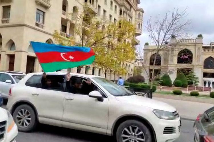 Новость об освобождении от оккупации Шуши: Радость Победы в Баку!!! - ВИДЕО