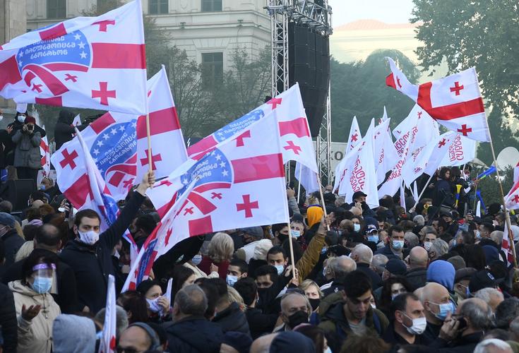 Gürcüstan müxalifəti parlament binasının qarşısında aksiya keçirir