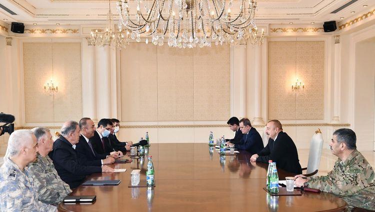 Президент Ильхам Алиев принял министров иностранных дел и национальной обороны Турции - ОБНОВЛЕНО