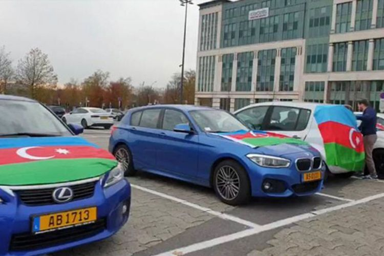 Azerbaijanis living in Britain held auto-rally on occasion of liberation of Shusha