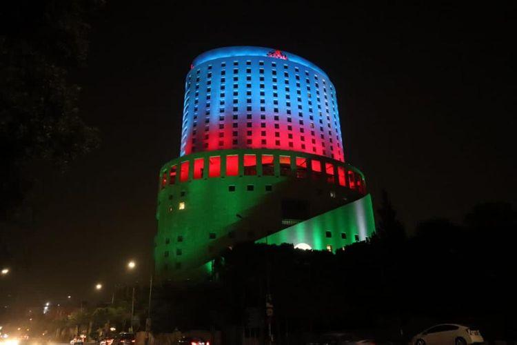 """İordaniyada """"Le Royal"""" hoteli Azərbaycan bayrağının rənglərində işıqlandırılıb"""