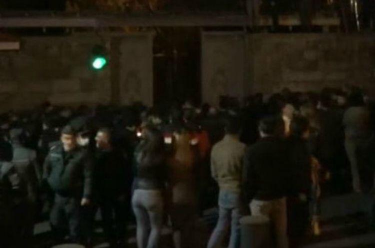 Demonstrators in Yerevan severely beat NA chairman Ararat Mirzoyan