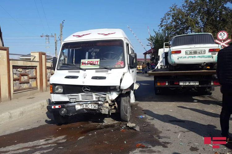 В Уджаре легковой автомобиль столкнулся с микроавтобусом, есть пострадавшие  - ФОТО